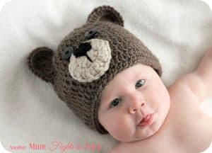 This crochet baby bear outfit pattern is easy to make, and would make the perfect baby shower gift. The crochet bear outfit looks adorable in newborn photography. Click her to get the crochet pattern!